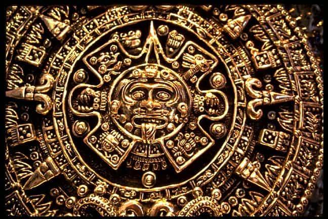 Disco Solar - Calendario Azteca tallado en oro