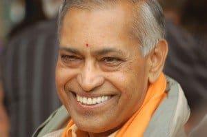 El Maestro Parvathi Kumar sonrriente