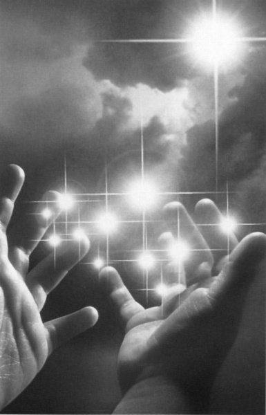 Manos llenas de luz