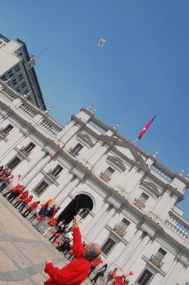 28 septiembre 2008 - Celebración del día Internacional de la Paz frente al palacio de Gobierno de Chile - Volantín de paz