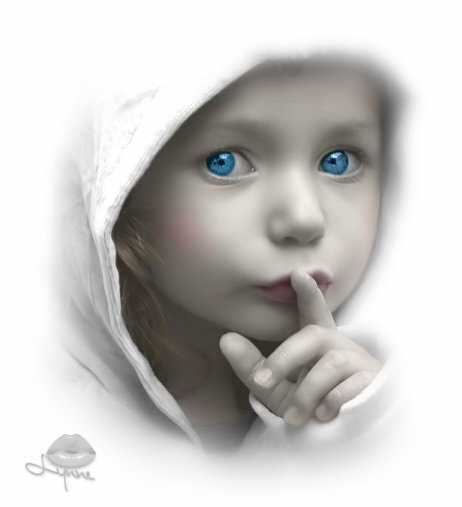 Niño pidiendo silencio