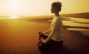 Meditaci-n-en-la-playa-con-el-Sol1