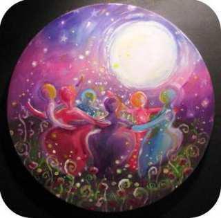 Mujeres danzando a la tierra