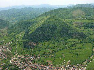 Piramides Bosnia 09
