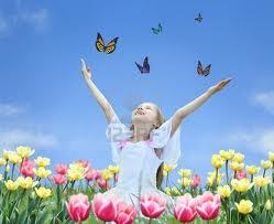 niña con mariposas flores  hermandadblanca.org