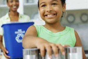 Cómo inculcar el hábito de reciclar a los niños