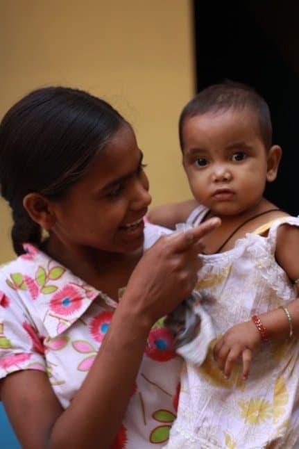 niño y mamá hermandadblanca.org