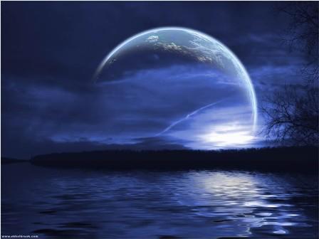 Luna con fondo azul hermandadblanca.org