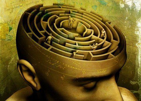 Un_laberinto_en_la_mente_hombre_humano_pensar_pensamientos