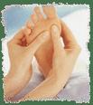 Reflexologia podal masajeando los pies