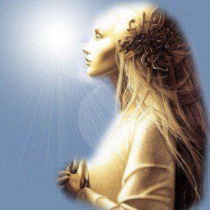 la gran madre divina cosmica rezando luz en la frente madre maria hermandadblanca.org