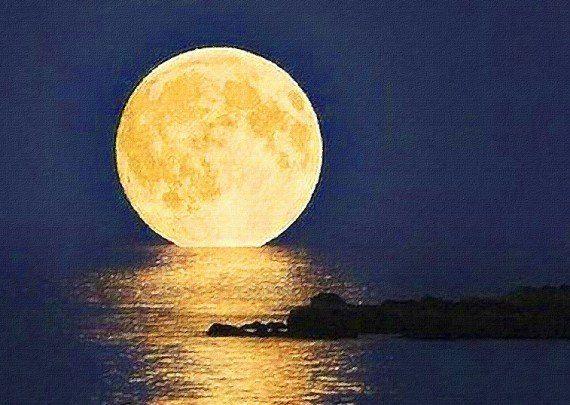 luna llena mágica de Lur garcia