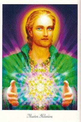 Maestro Hilarion con una esfera de luz entre las manos
