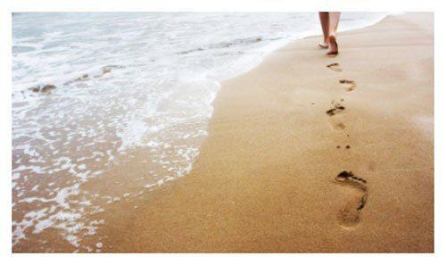 Caminar descalza por la playa