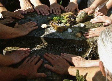 8 circulo sagrado Abuelos Abuelas por el planeta - circulo de manos