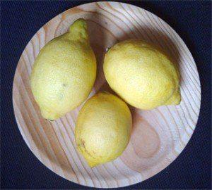 10 razones por las que deberías beber agua de limón caliente por la mañana