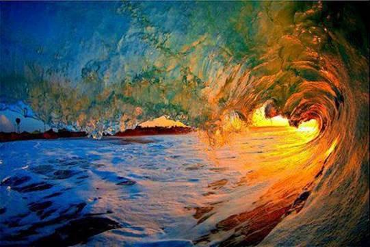 mar con ola de colores