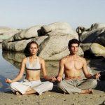 hombre-y-mujer-meditando-300x300