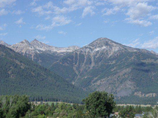 caminado entre dos mundos montañas y cielo