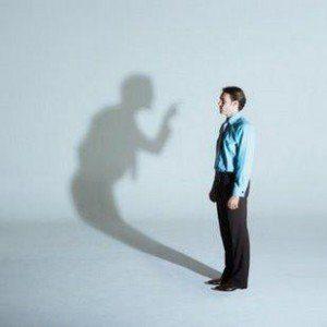 hombre y sombra