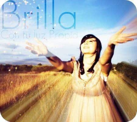 brilla - mujer abriendo los brazos