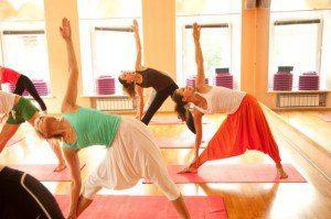 Clase-de-yoga-605x403