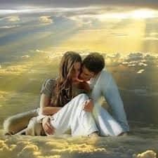hombre y mujer rodeados de amor