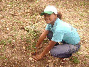 Chica cultivando