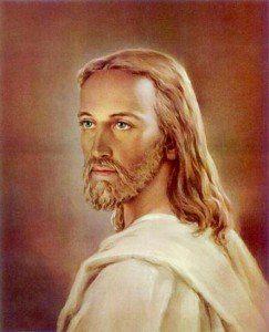 Jesus con barba y túnica blanca