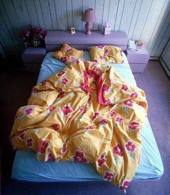 cama desordenada
