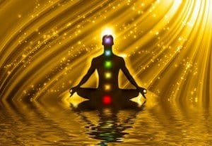 meditación en lago dorado