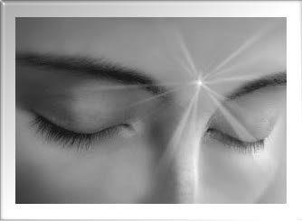 mediumnidad luz en medio de la frente sexto chakra Vidas Pasadas y sus Talentos Intuitivos Por Selacia