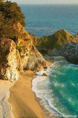 paisaje rocoso con mar