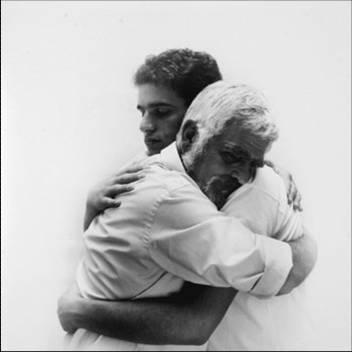 abrazo - hombres abrazandose