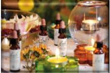 Flores de bach con velas y botellitas