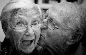 pareja-de-abuelos-sonriendo-300x1921