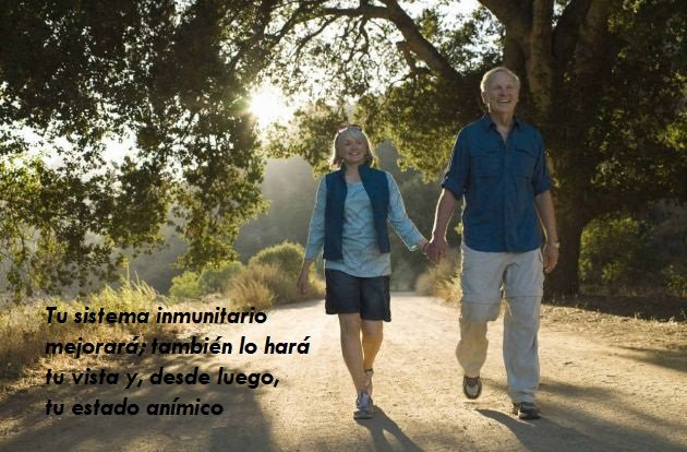 hombre y mujer caminando