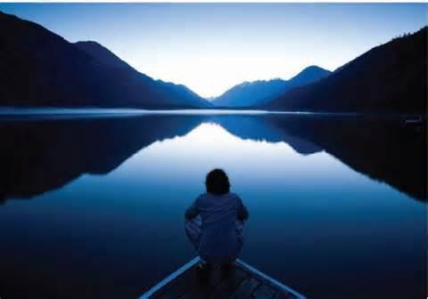 La Fuerza del Silencio - hombre contemplando el horifonte
