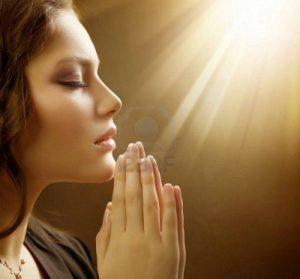 manos que oran- meditar-decretar