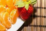 hermandadblanca frutas fresa y naranja 300×200.jpg - Las 10 mejores frutas para diabéticos - hermandadblanca.org