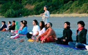 El yoga como una herramienta para impulsar el cambio de paradigma en la educación tradicional actual