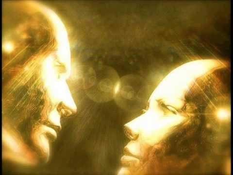 almas gemelas mirándose a los ojos - reconocimiento