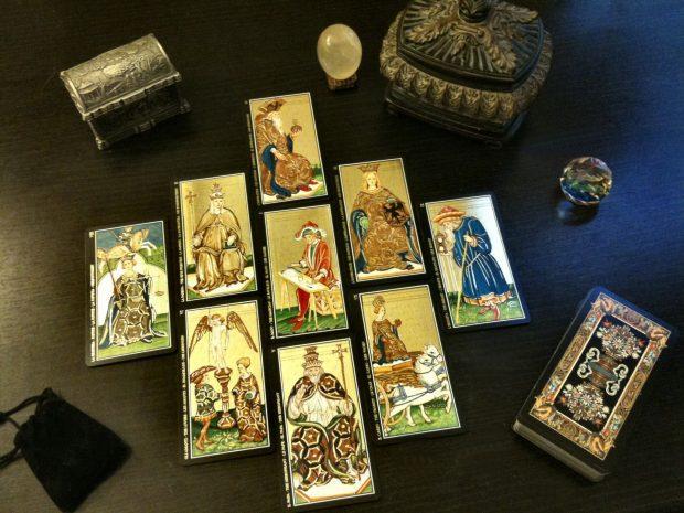 El tarot angélico está compuesto por 78 cartas enumeradas e identificadas con los ángeles.