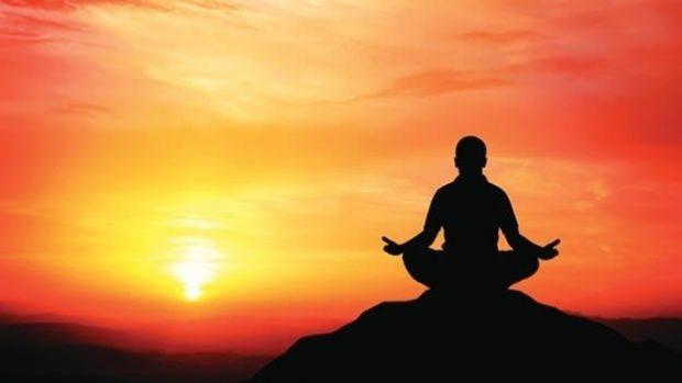 La meditación  permite mirar al interior, encontrar alivio a las necesidades del organismo y aclarar la mente.
