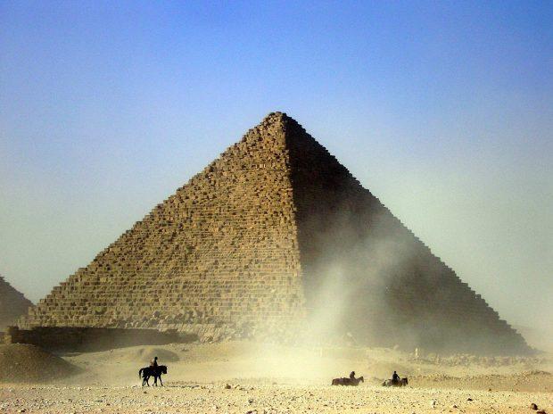 La Gran Pirámide, junto con el Monte Sinaí y