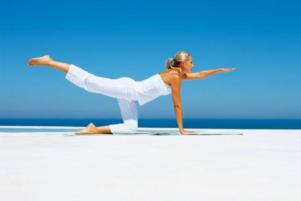 El yoga calma el cuerpo y reduce la presión arterial y las tensiones.