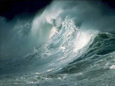 mar bravo con olas