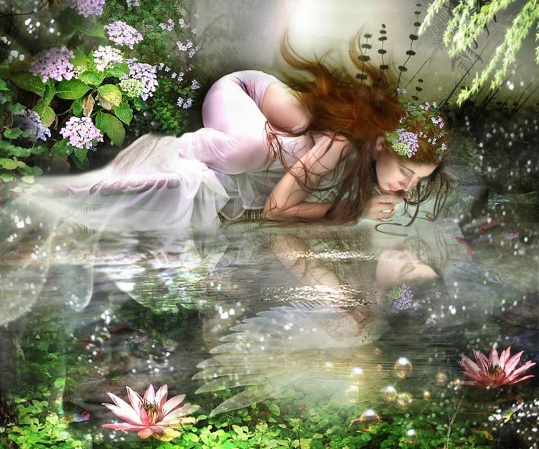 mujer mirándose en el agua haciendo de espejo