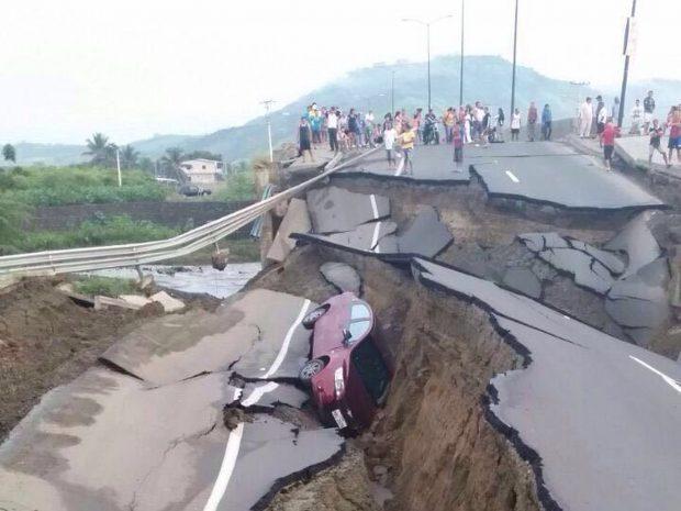terremoto_ecuador_2016_carretera_destrozada