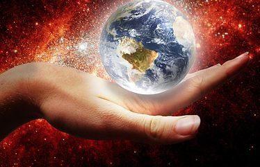 la mano de la paz sujetando al mundo